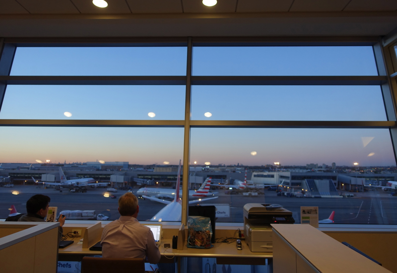 Review: AA Admirals Club Lounge JFK Terminal 8