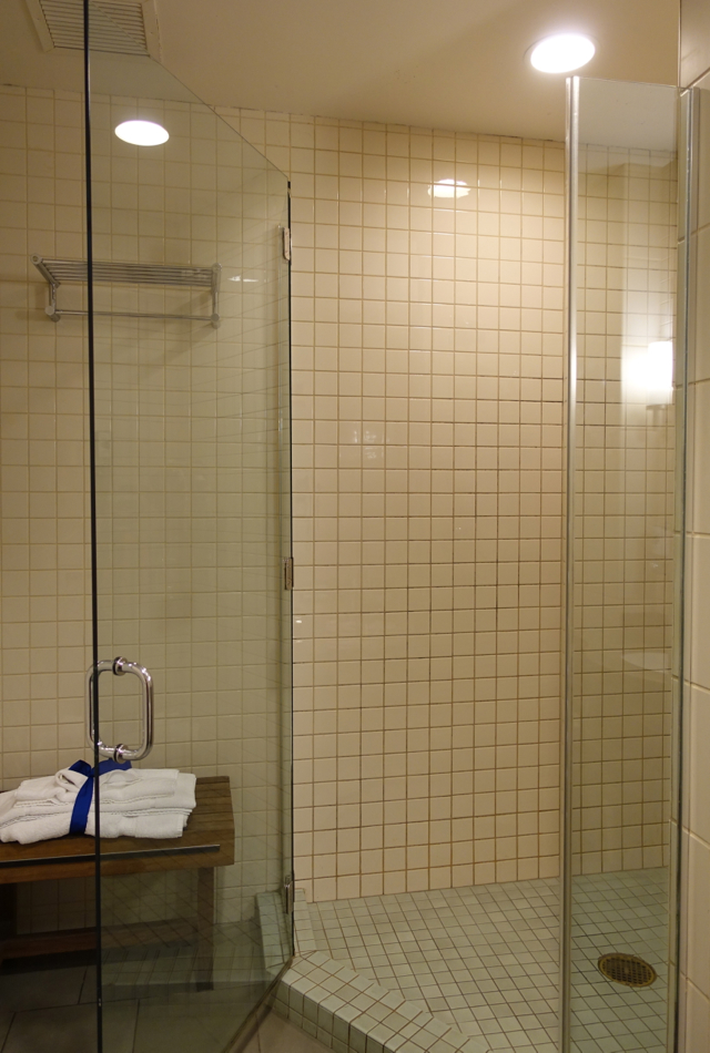 Shower and Towels, Admirals Club Lounge JFK T8 Shower Room