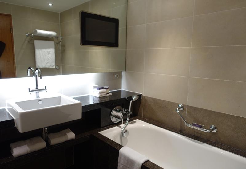 Sofitel London Heathrow Review-Luxury Room Bathroom