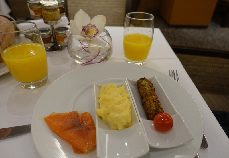 Breakfast at Club Lounge, Sofitel London Heathrow Review