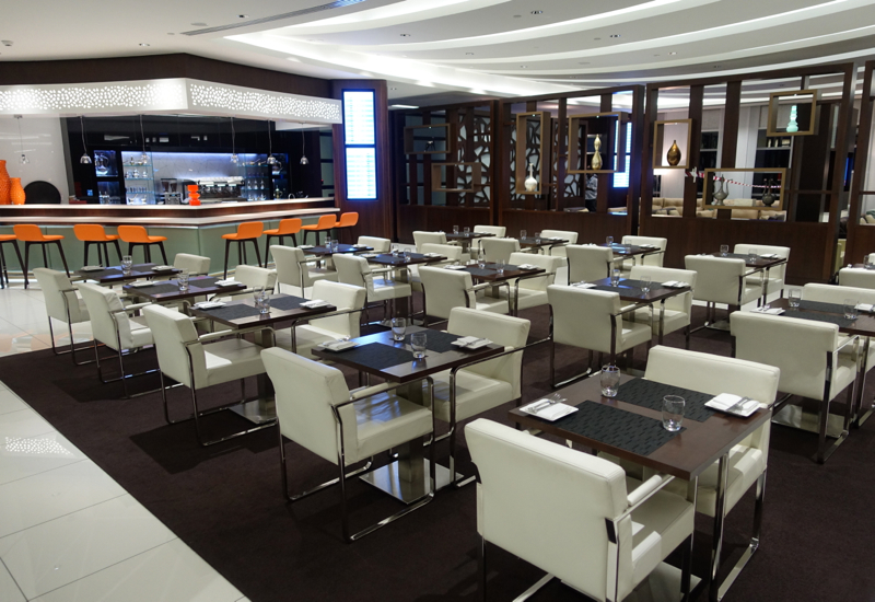 Review: Etihad Business Class Lounge, Abu Dhabi: Seating and Dining Tables