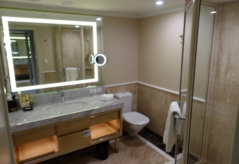 Review: Shangri-La Sydney, Horizon Club Room Bathroom