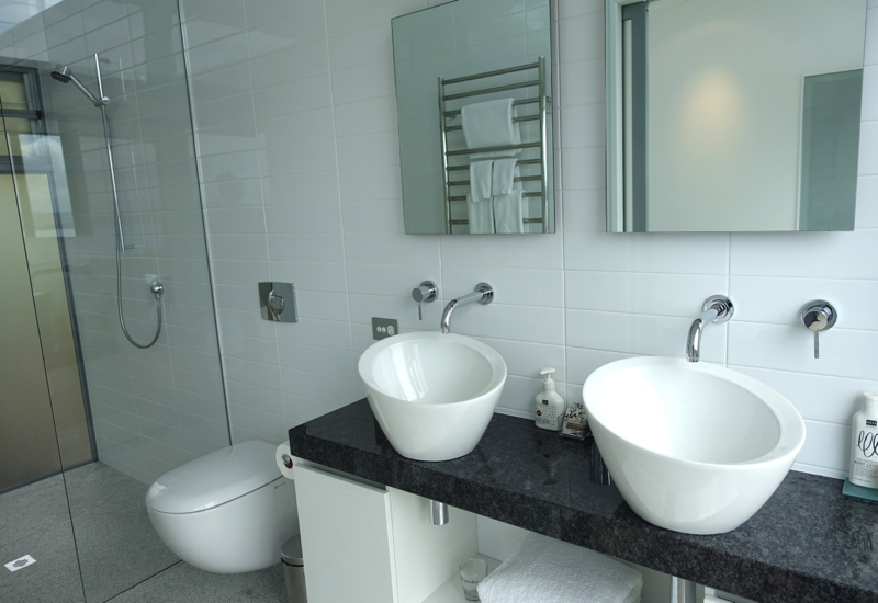 Eagle Spirit Villa Bathroom: Double Sinks - Eagles Nest Review