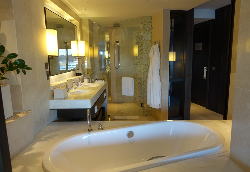 Opera Deluxe Room Bathroom, Park Hyatt Sydney Review