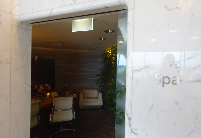 Qantas First Class Lounge Spa Sydney Review