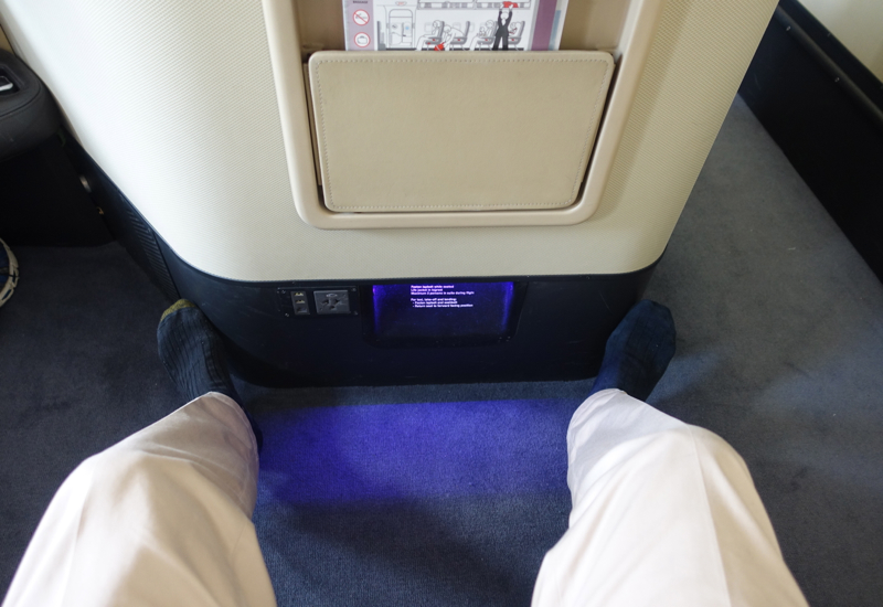 Review: Qantas A380 First Class Seat: Little Leg Room in Takeoff Position