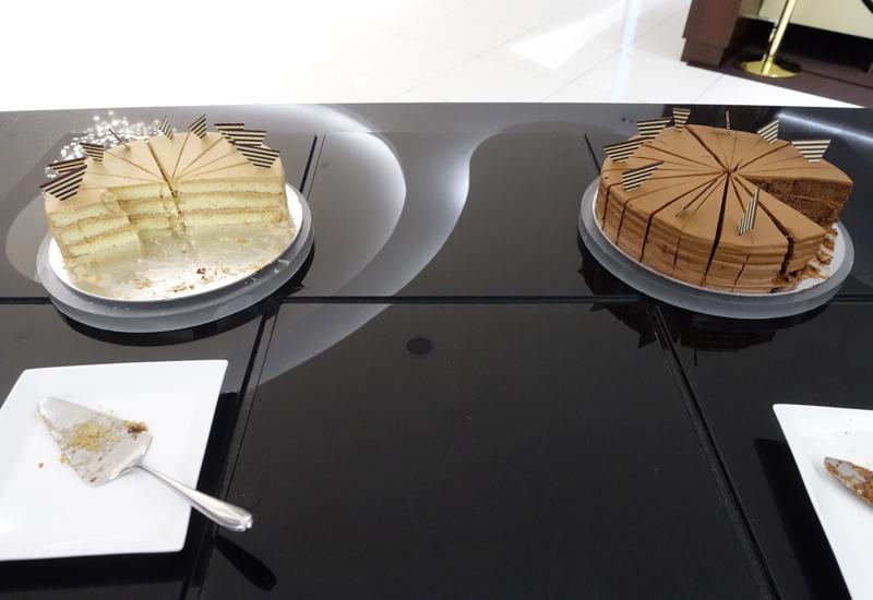 Cakes, Etihad Premium Lounge Abu Dhabi Review