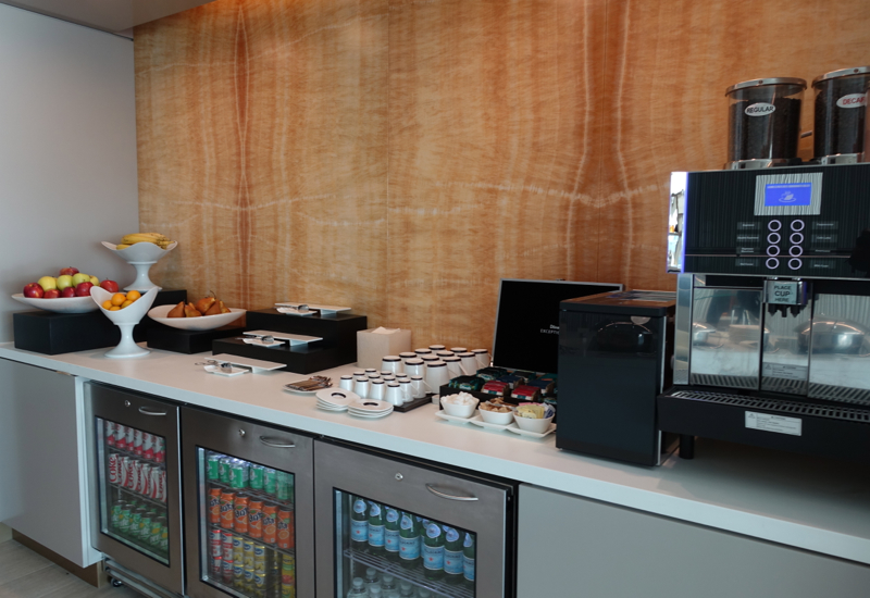 Drinks, Fruit, Tea and Coffee, Etihad Lounge New York Review