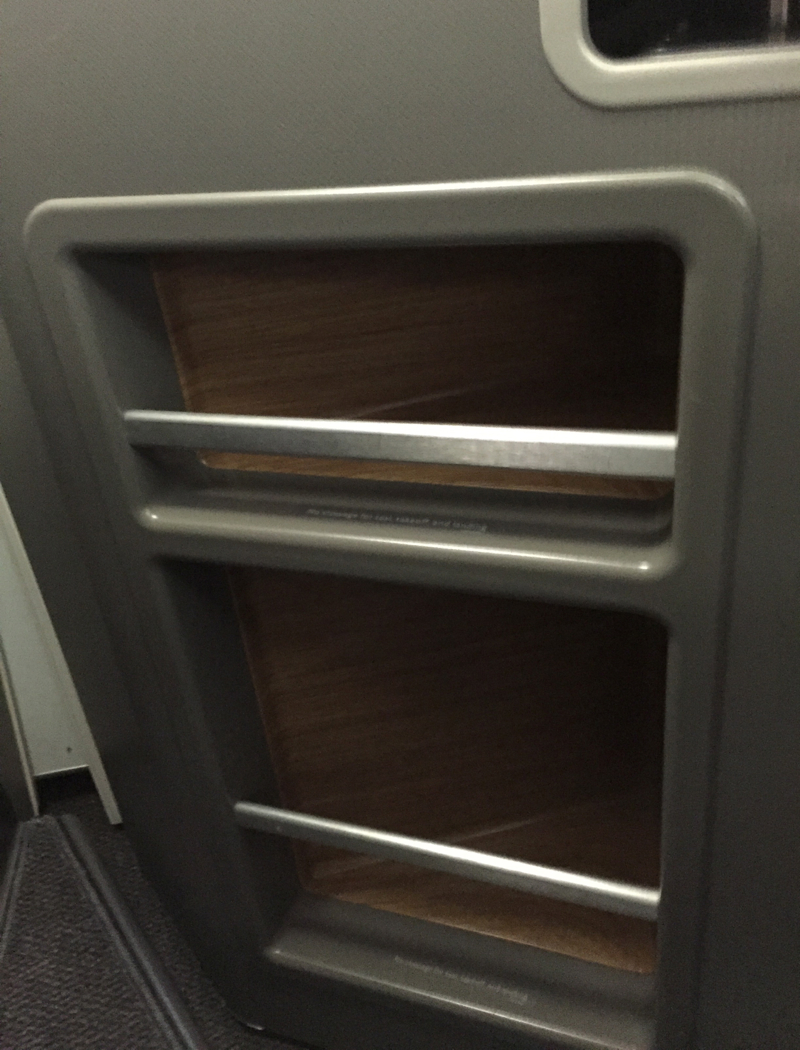 Review-American A321 First Class Storage Compartments