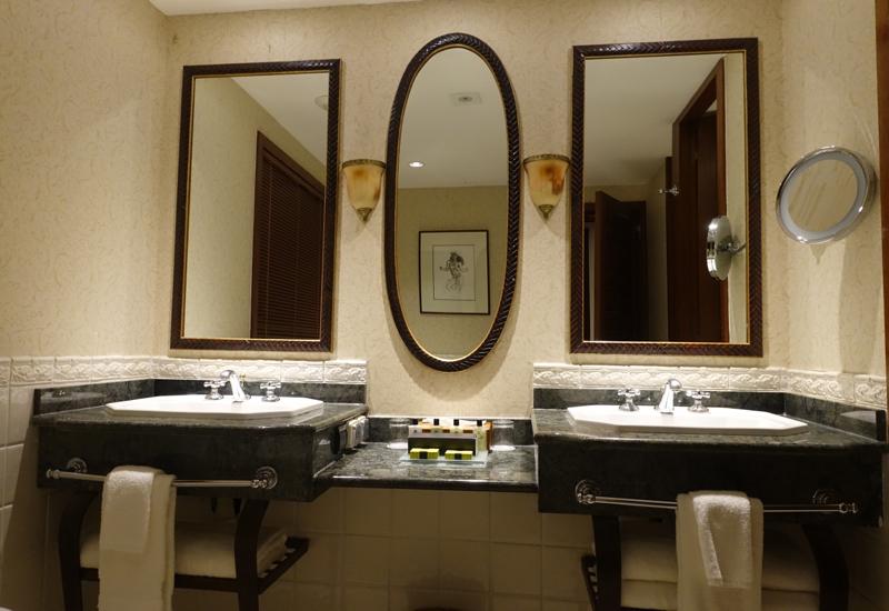 InterContinental Tahiti Review: Bathroom