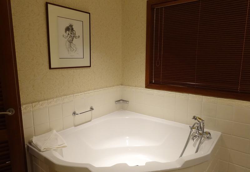 Jacuzzi Tub, InterContinental Tahiti Panoramic Room Bathroom Review