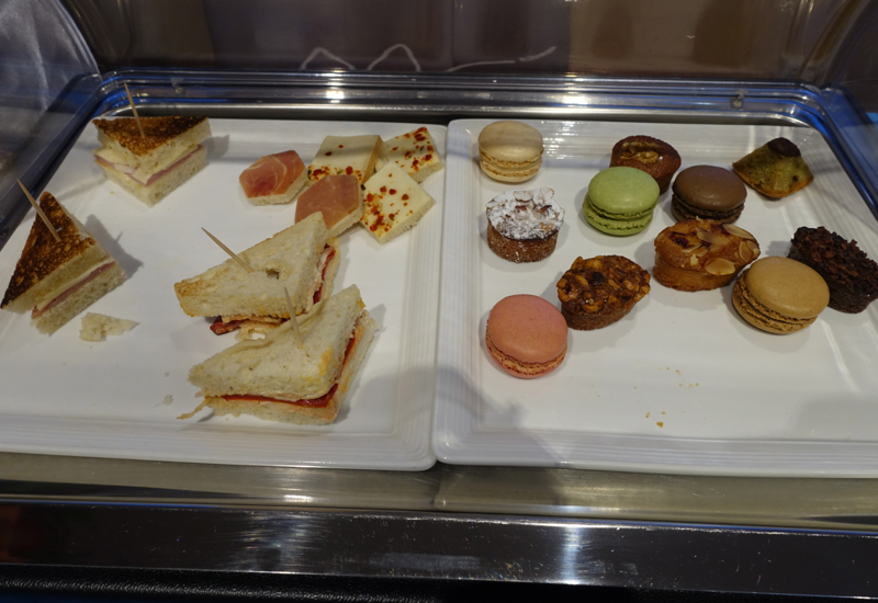 Sandwiches and Macarons, Papeete Business Class Lounge Review