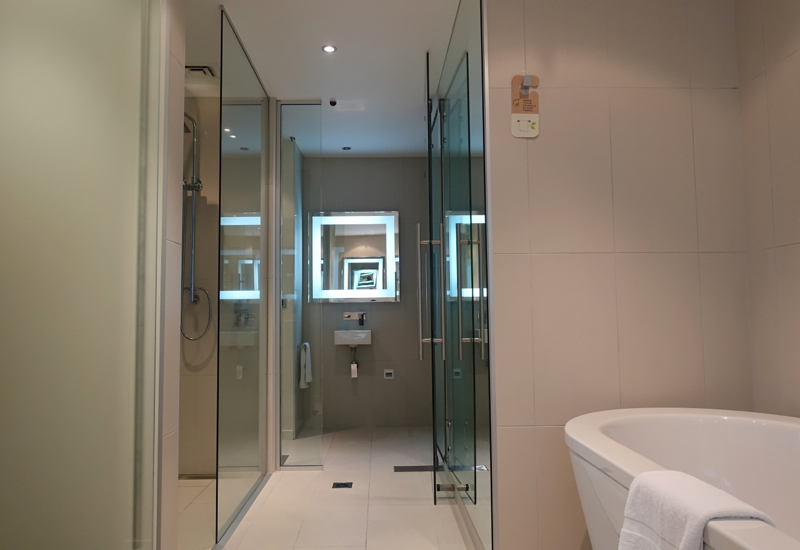 Novotel Auckland Airport Suite Bathroom Review