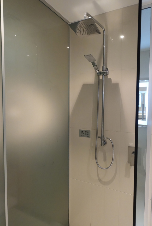 Novotel Auckland Airport Review-Suite Walk-In Shower