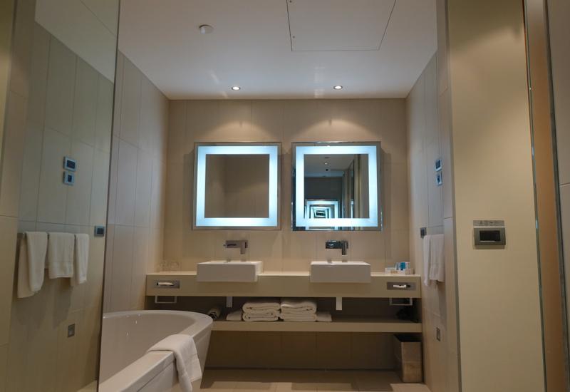 Novotel Auckland Airport Hotel Review-Suite Bathroom