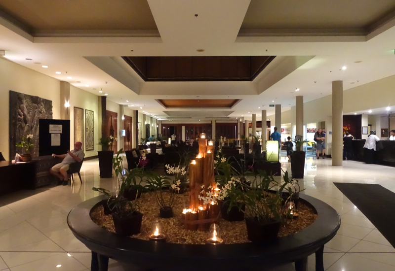 Sofitel Fiji Review: Lobby Lounge