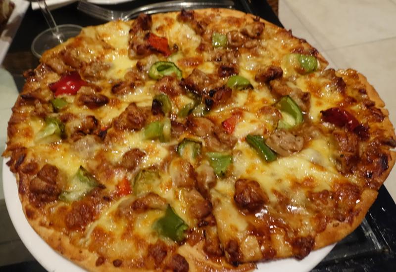BBQ Chicken Pizza, Sofitel Fiji Restaurant Review