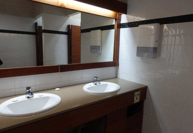 Bathroom, Fiji Airways Tabua Club Lounge, Nadi Review