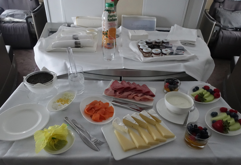Lufthansa First Class Breakfast Trolley, 747-8 Review