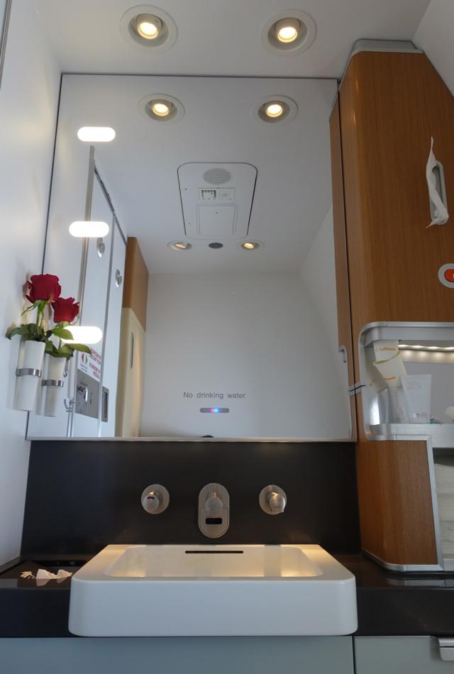 Lufthansa First Class Bathroom, 747-8 Review