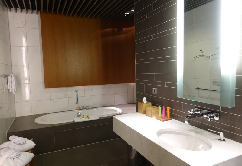 Shower Room with Bathtub, Lufthansa First Class Terminal Review