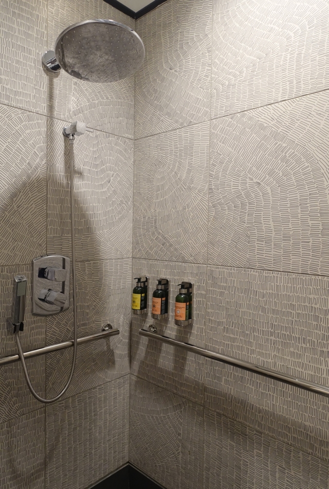 Shower, AMEX Centurion Lounge Houston IAH Review