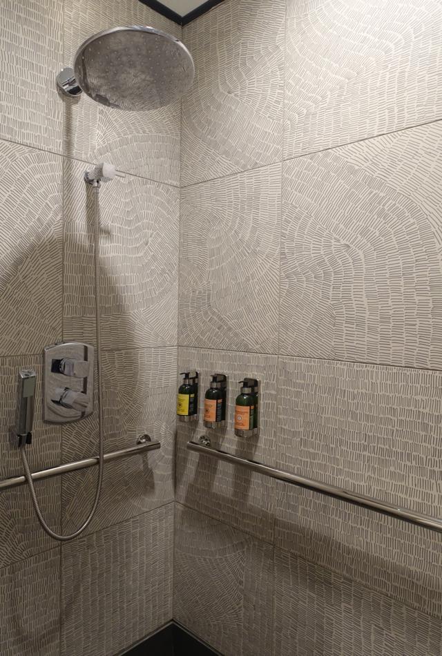 Shower, AMEX Centurion Lounge Houston IAH Review