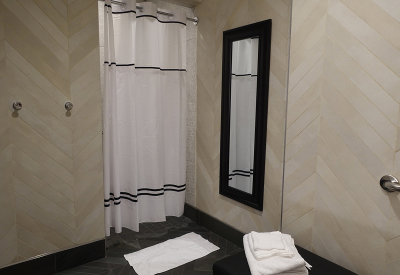 Shower Room, AMEX Centurion Lounge Houston Review
