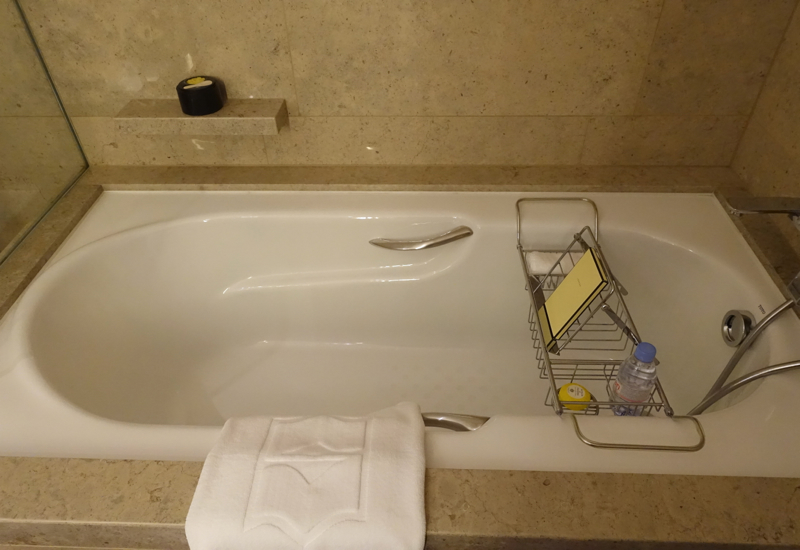 Deluxe City View Room Soaking Tub, Shangri-La at The Shard London Review
