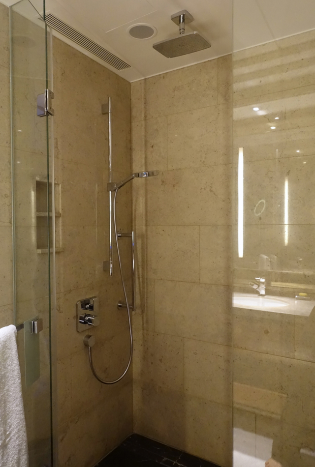Deluxe City View Room Rain Shower, Shangri-La at The Shard London Review