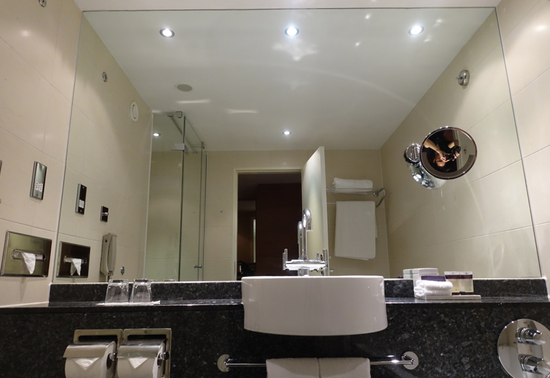 Classic Room Bathroom, Sofitel London Heathrow Review