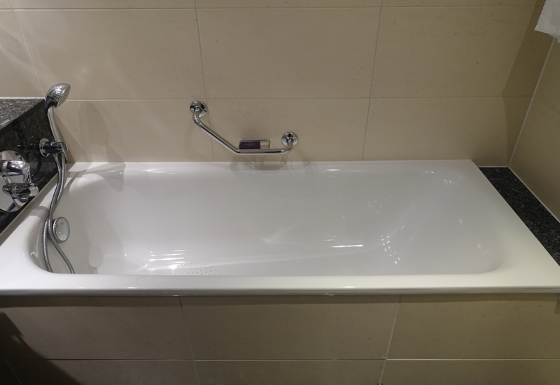 Classic Room Bathtub, Sofitel London Heathrow Review