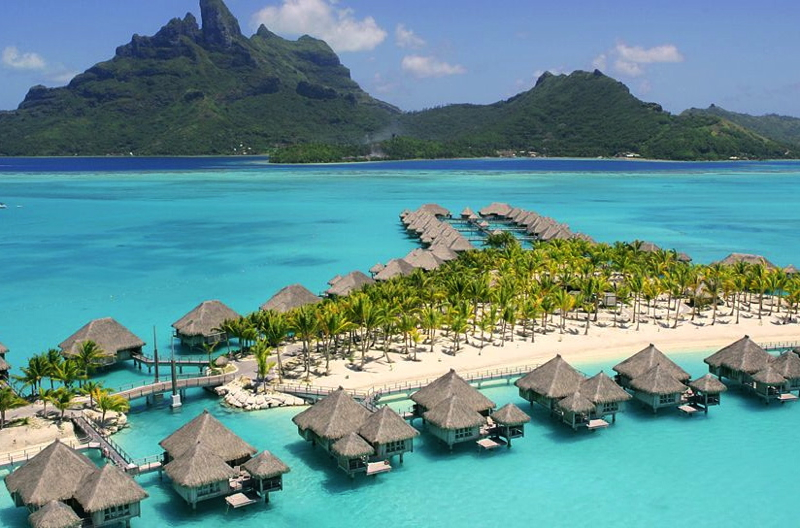 St. Regis Bora Bora: 4th Night Free + Luxury Privileges Benefits