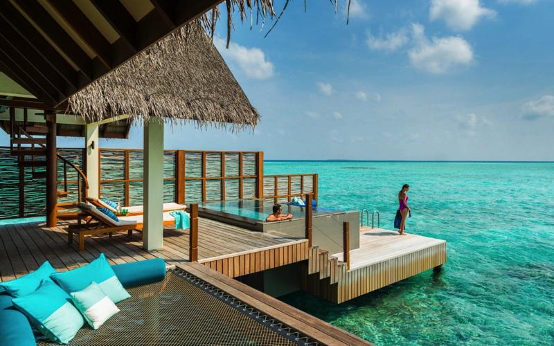 Four Seasons Maldives at Landaa Giraavaru: 4th Night Free and FSPP Benefits