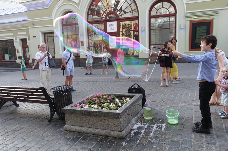 Giant Bubble Making, Moscow, Russia