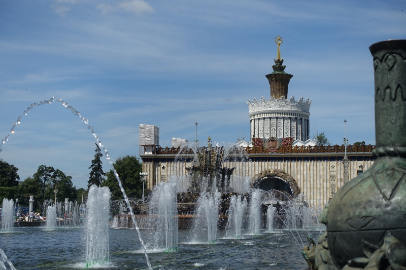 Fountain and Ukraine Pavilion, VDNKh Moscow Review