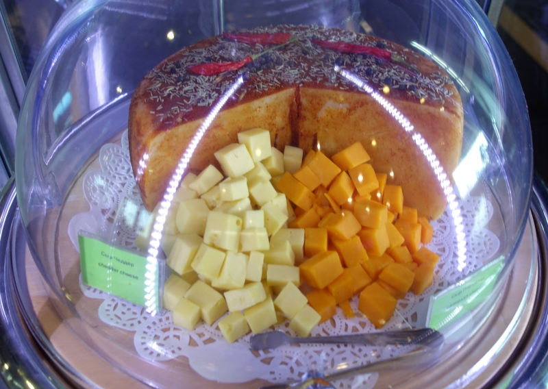 Cubed Cheese, DME Airport Lounge Review