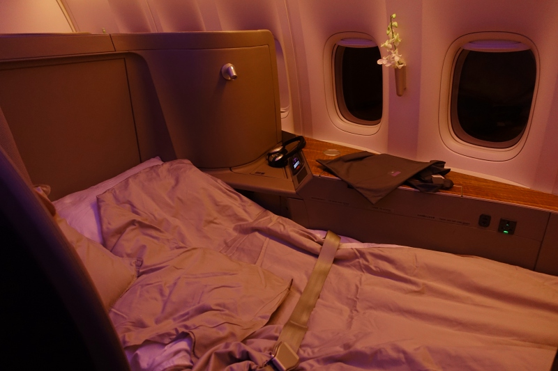 Cathay Pacific First Class: Extra Wide Seats / Beds
