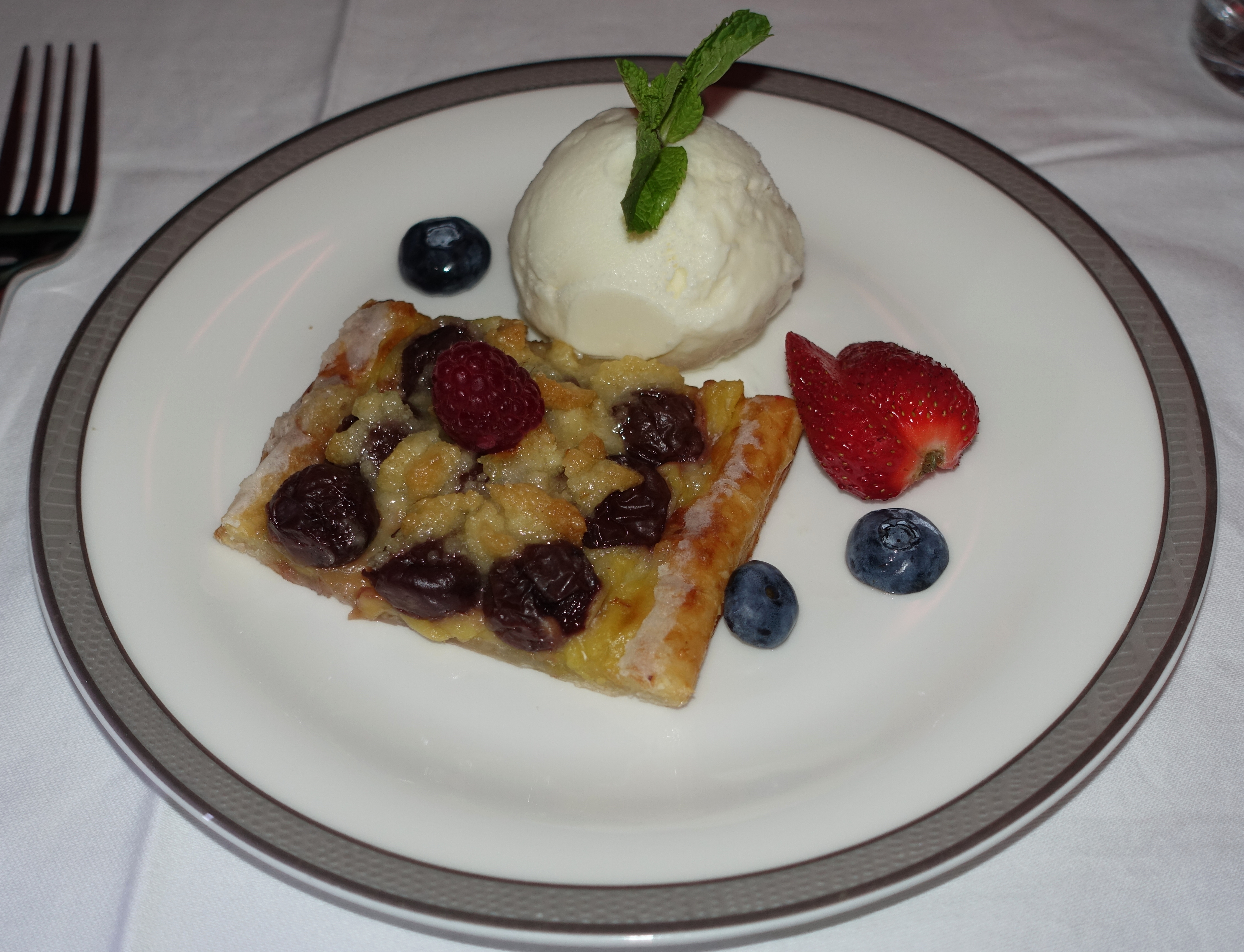 Cherry Streusel Cake with Vanilla Ice Cream, Singapore First Class Review