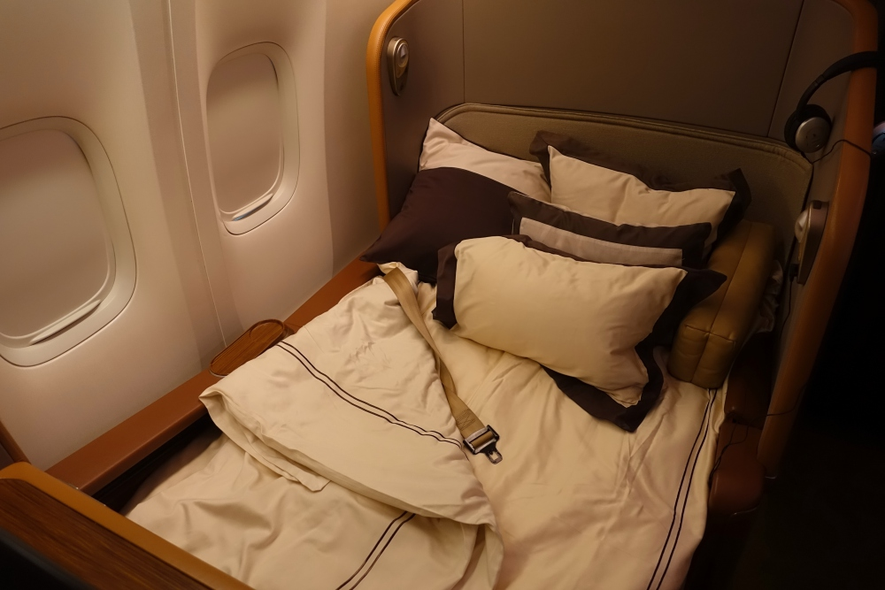 Singapore Airlines First Class Bed, 777 Review