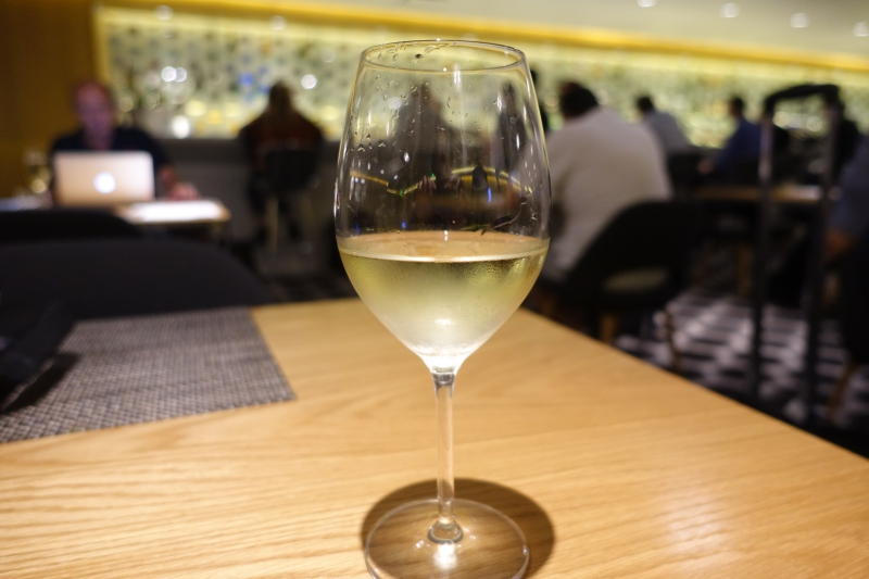 Esk Valley Sauvignon Blanc 2015, Qantas First Class Lounge LAX Review