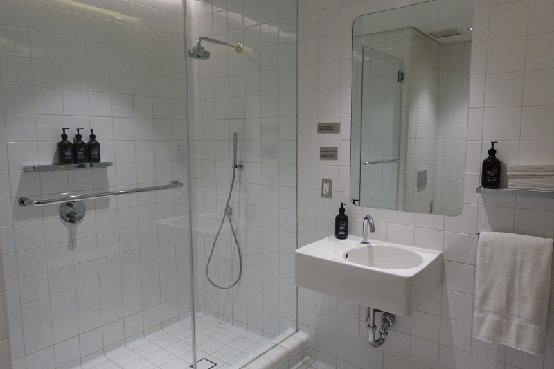 Qantas First Class Lounge LAX Shower Room Review