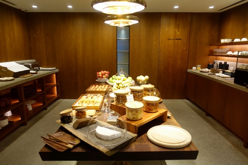 Self-Service Buffet, Cathay Pacific The Pier First Class Lounge Review HKG