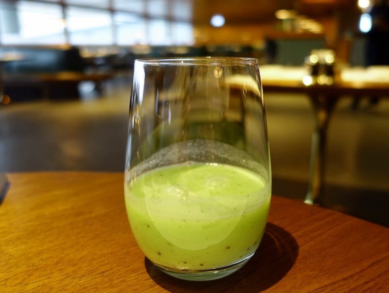 Kiwi Coconut Smoothie, Cathay The Pier First Class Lounge Review
