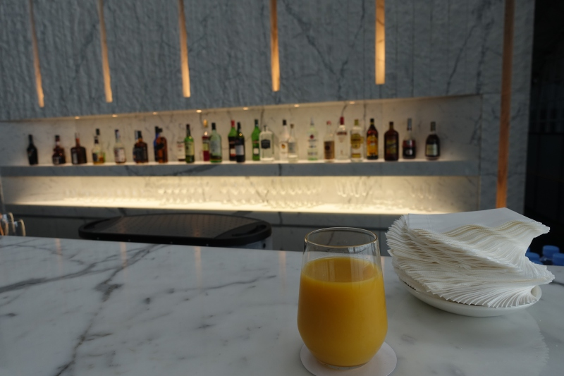 Mango Juice at The Bar, Cathay The Wing First Class Lounge Review