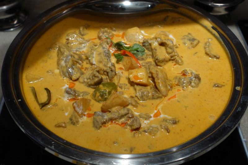 Thai Red Curry with Beef, The Pier Business Class Lounge Review, HKG