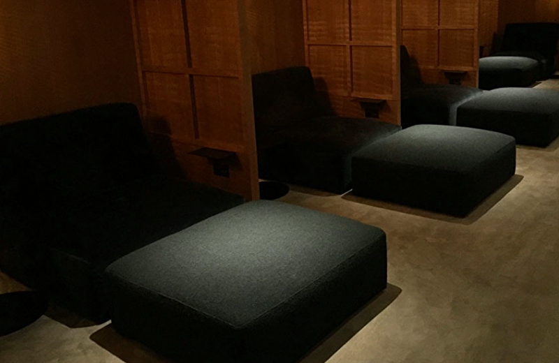 Day Beds for Naps, Cathay The Pier Business Class Lounge Review, HKG