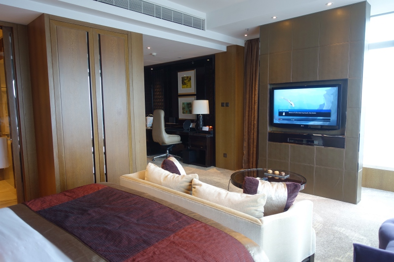 Review: Ritz-Carlton Hong Kong Club Grand Victoria Harbour Room