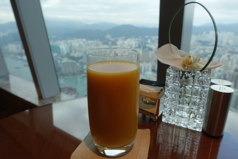 Mango Juice, Ritz-Carlton Hong Kong Club Lounge Review