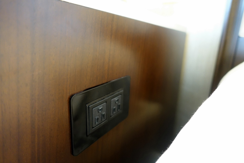 Power Outlets by Bed, Four Seasons Washington DC Review